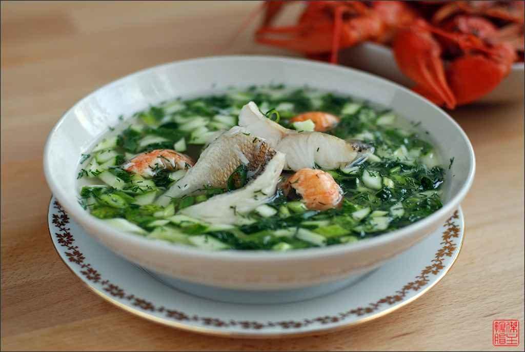 Процесс приготовления вкусной окрошки с рыбой