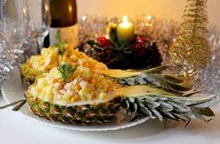 Диетический салат с ананасом и креветками