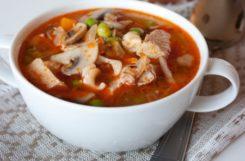 Диетический суп из свинины и фасоли
