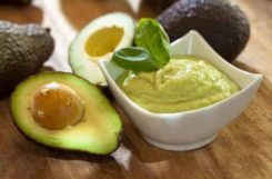 Соус из авокадо и вассаби под морепродукты для вкусной диеты