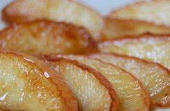Печеные яблоки на сковороде с корицей (94 ккал на 100 грамм)