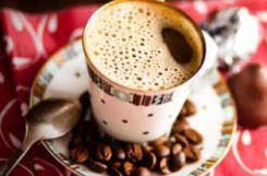 Бодрящий и согревающий черный кофе с пряными добавками