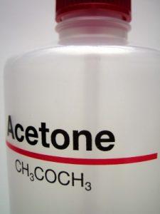 Почему от вас пахнет ацетоном?