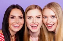 Блондины, брюнеты или рыжие? Ученые выяснили, кто из них живет дольше