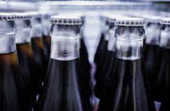 Названы самые опасные для употребления в жару напитки